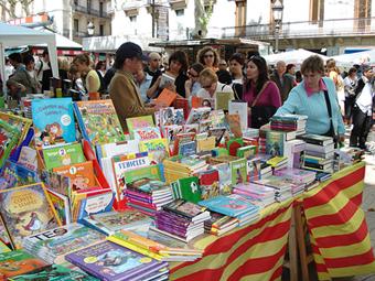 Parada de llibres per a la Diada de Sant Jordi